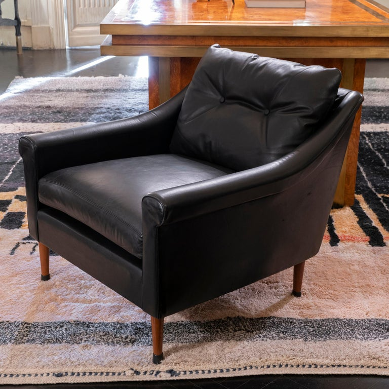 1950s French Mid-Century Modern Pair of Black Leather Armchairs In Good Condition For Sale In Firenze, IT