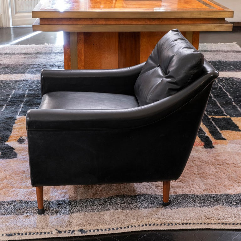 Mid-20th Century 1950s French Mid-Century Modern Pair of Black Leather Armchairs For Sale