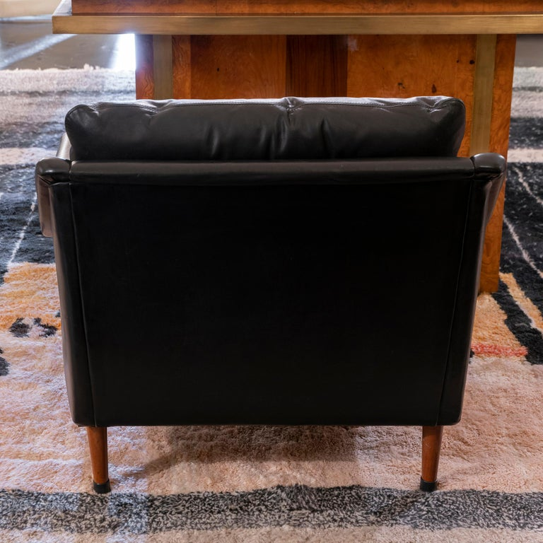 1950s French Mid-Century Modern Pair of Black Leather Armchairs For Sale 1