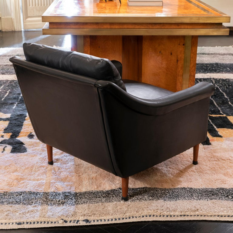 1950s French Mid-Century Modern Pair of Black Leather Armchairs For Sale 2