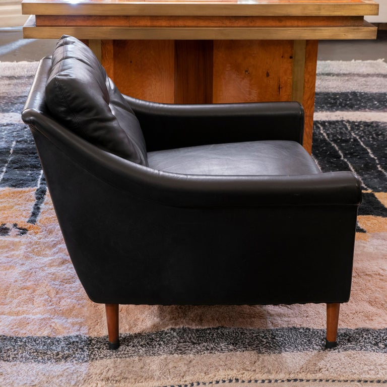1950s French Mid-Century Modern Pair of Black Leather Armchairs For Sale 3