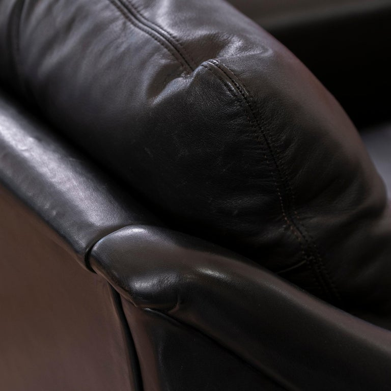 1950s French Mid-Century Modern Pair of Black Leather Armchairs For Sale 5