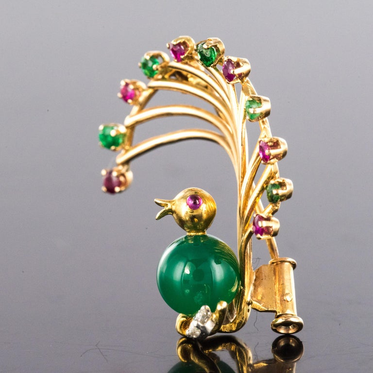 1950s French Ruby Emerald Chrysoprase Diamond 18 Karat Yellow Gold Bird Brooch For Sale 4