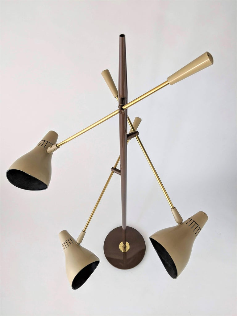 1950s Gerald Thurston Triennale Floor Lamp for Lightolier, USA In Good Condition For Sale In St- Leonard, Quebec