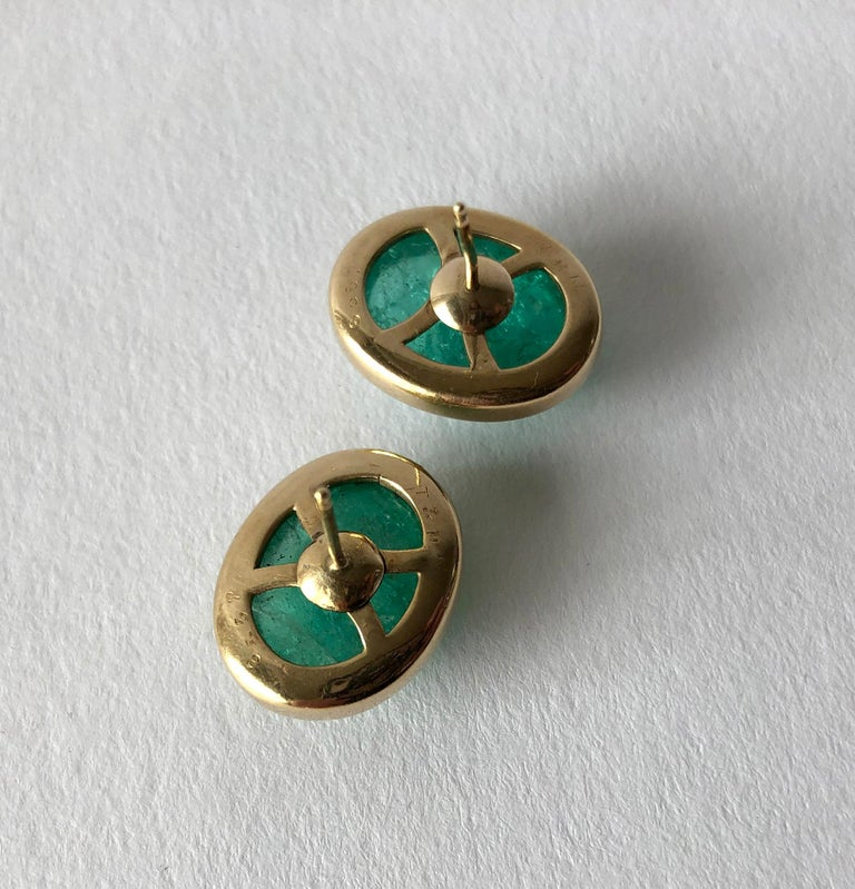 1950s Gold Oval Emerald Cabochon Pierced Earrings In Good Condition For Sale In Los Angeles, CA
