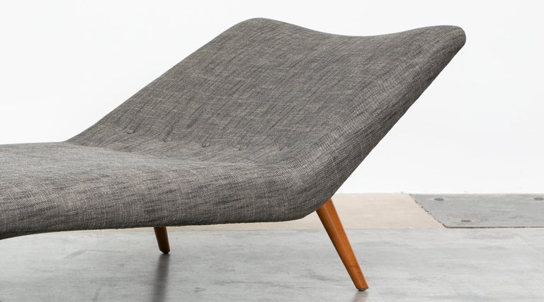 Wood 1950s grey textil and wooden base Daybed by Theo Ruth For Sale