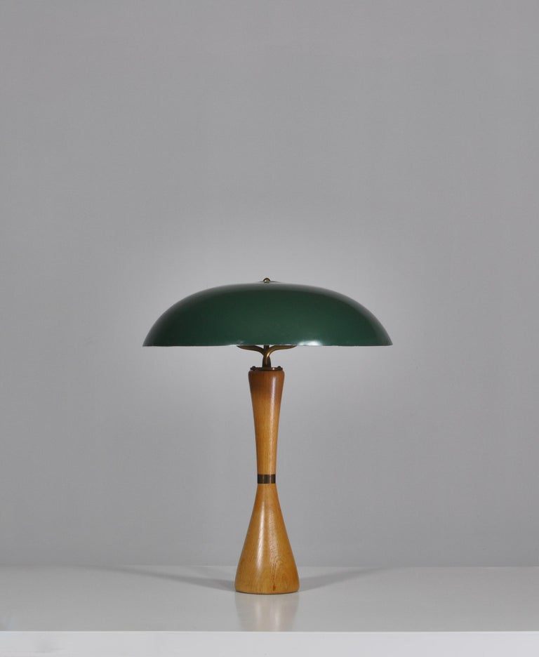 Wonderful vintage table lamp made in Sweden in the 1950s. The lamp is attributed to Hans Bergström as it bears strong resemblance to his work for ASEA. The design is typical for the Scandinavian modernism of the 1950s and features a beautifully