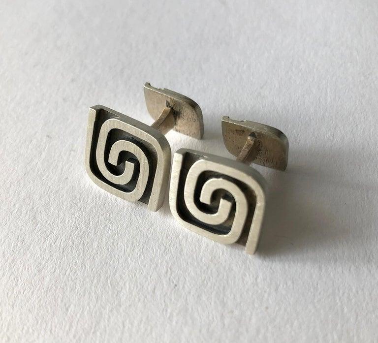 Women's or Men's 1950s Harold Fithian Sterling Silver American Modernist Swirl Cufflinks For Sale