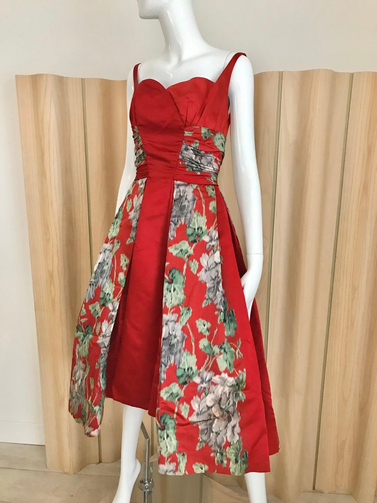 1950s Hattie Carnegie Red Silk Floral Print Cocktail Dress In Excellent Condition For Sale In Beverly Hills, CA