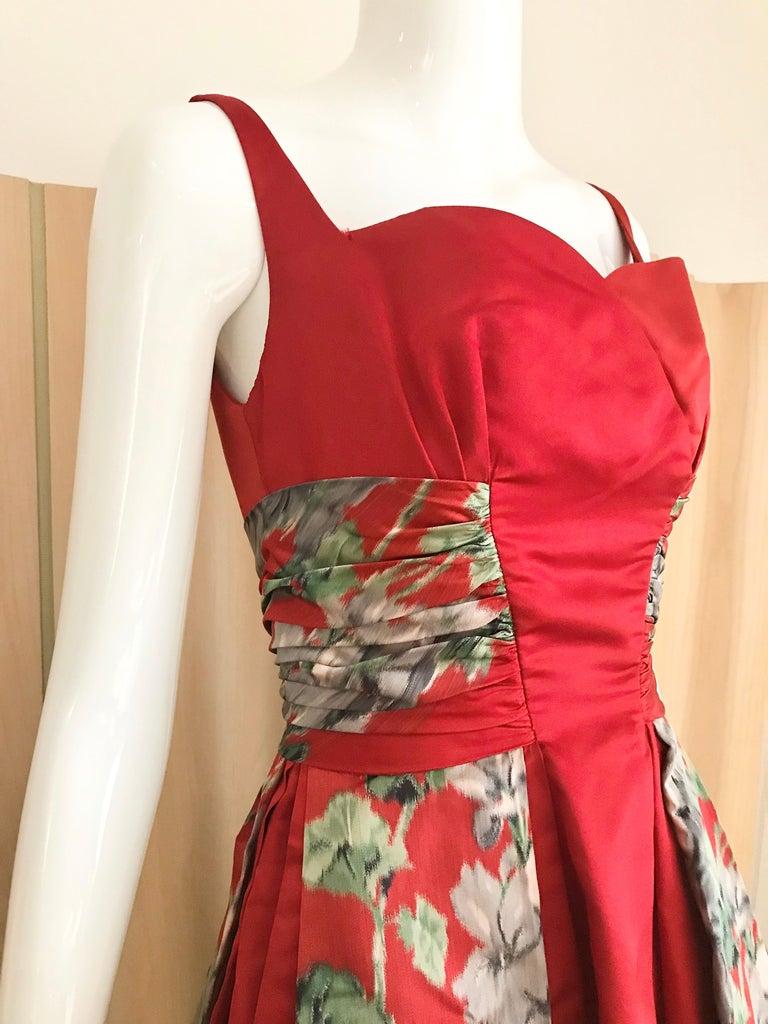 1950s Hattie Carnegie Red Silk Floral Print Cocktail Dress For Sale 1