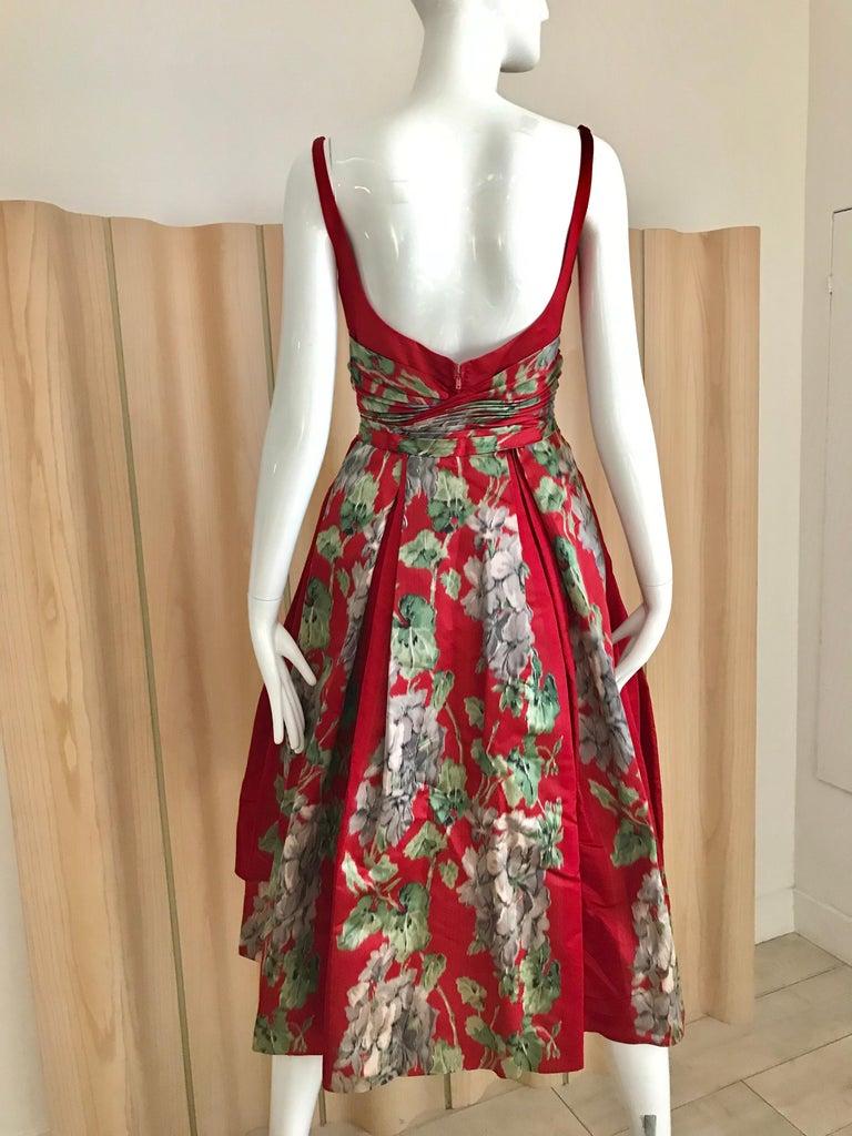 1950s Hattie Carnegie Red Silk Floral Print Cocktail Dress For Sale 2