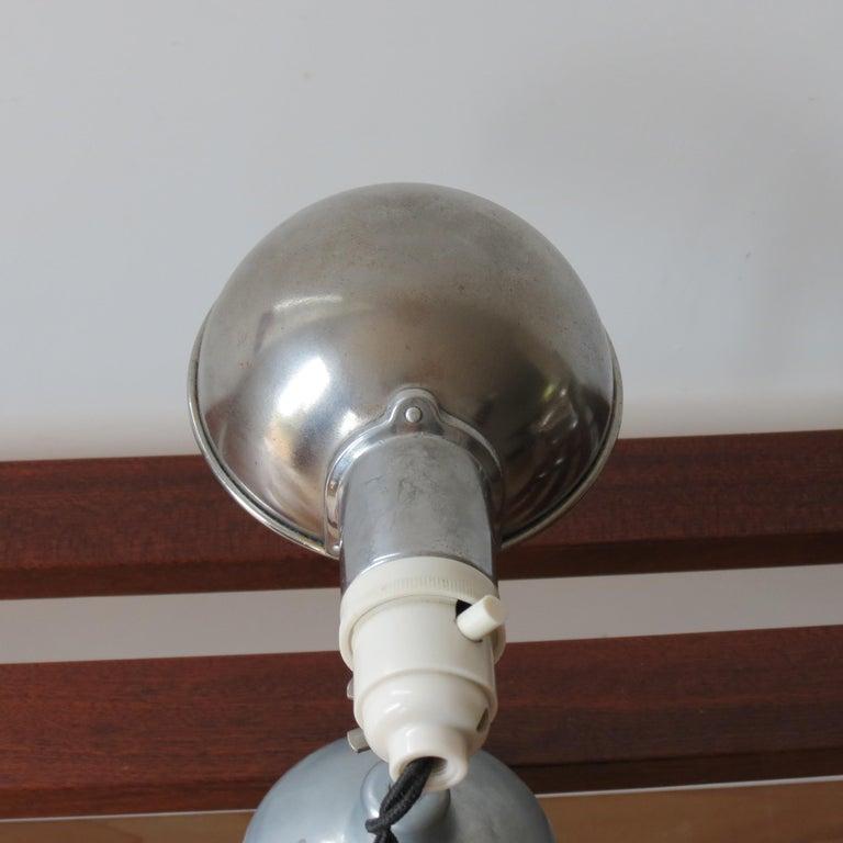 1950s Industrial Metek Metal Travelling Desk Lamp Aluminum Folding Desk Lamp For Sale 5