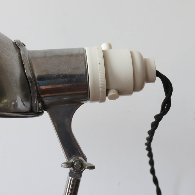 1950s Industrial Metek Metal Travelling Desk Lamp Aluminum Folding Desk Lamp In Good Condition For Sale In Stow on the Wold, GB