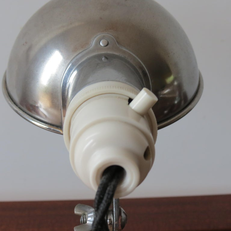 1950s Industrial Metek Metal Travelling Desk Lamp Aluminum Folding Desk Lamp For Sale 2