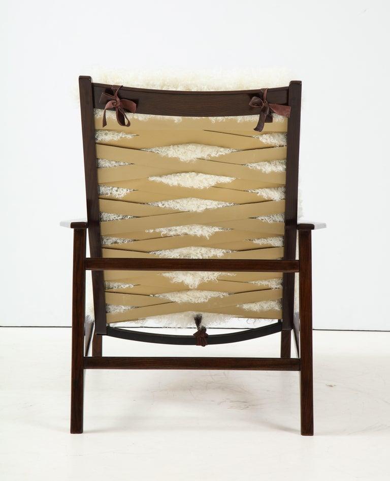 Mid-Century Modern 1950s Italian Oak Reclining Lounge Chair in White Kalgan Lambskin For Sale