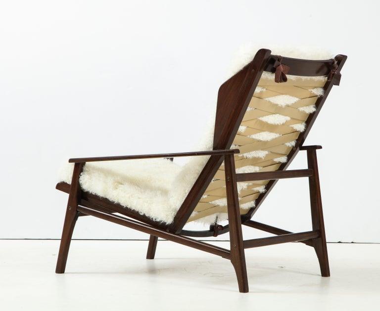 Stained 1950s Italian Oak Reclining Lounge Chair in White Kalgan Lambskin For Sale