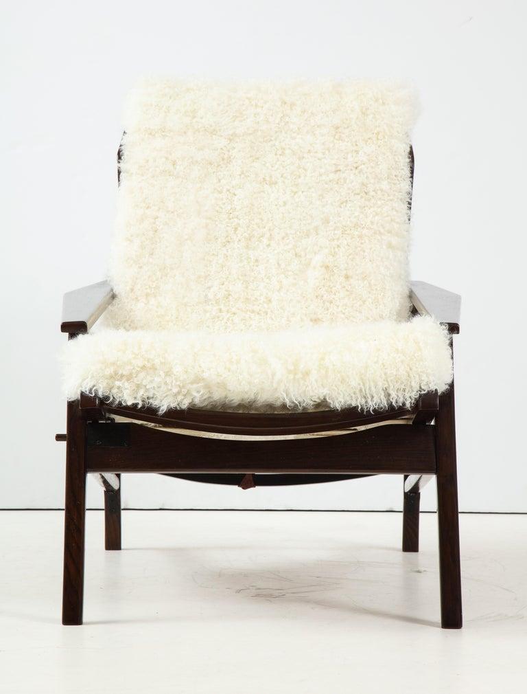 Fur 1950s Italian Oak Reclining Lounge Chair in White Kalgan Lambskin For Sale