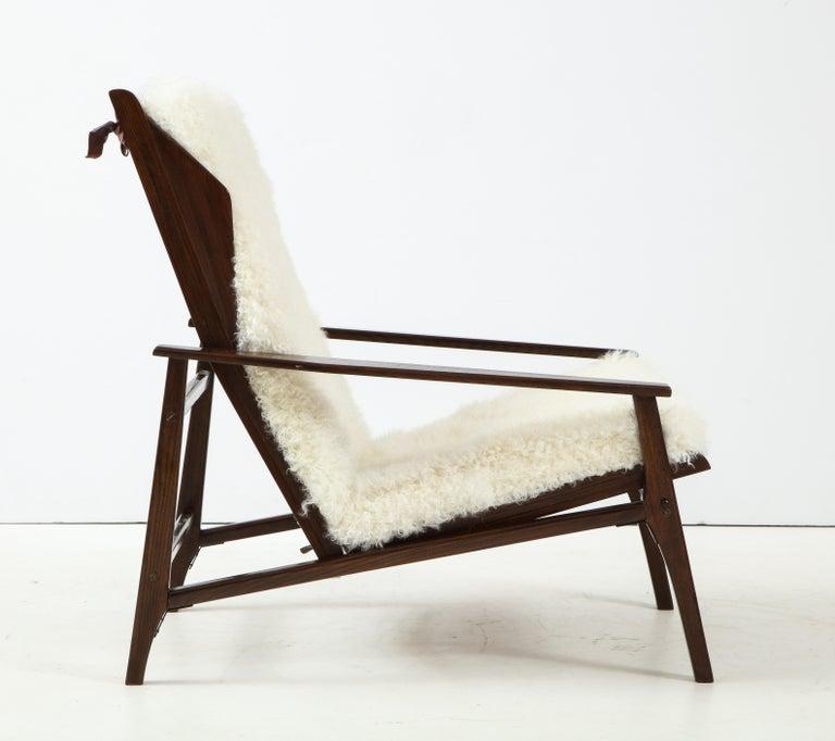 1950s Italian Oak Reclining Lounge Chair in White Kalgan Lambskin For Sale 1