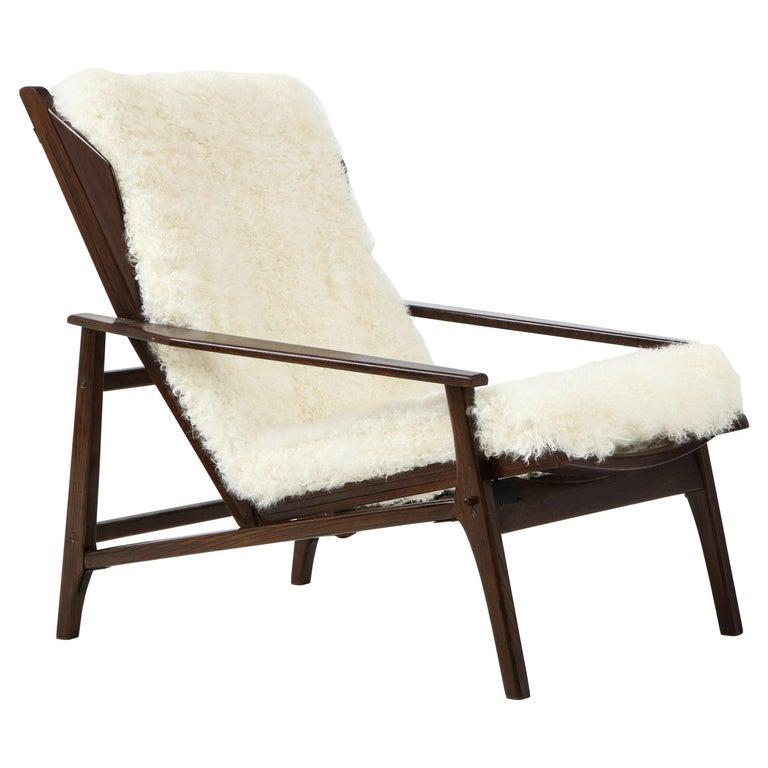 1950s Italian Oak Reclining Lounge Chair in White Kalgan Lambskin For Sale