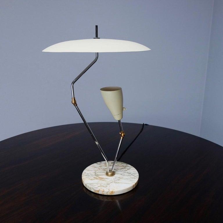 Mid-Century Modern 1950s Italian Reflector Desk Lamp Sarfatti Stilnovo Style on a Marble Base For Sale
