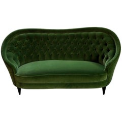 Italienisches Sofa, grünes Verlours, Vintage, schwarze hölzerne Beine, Mitte des Jahrhunderts, 1950er
