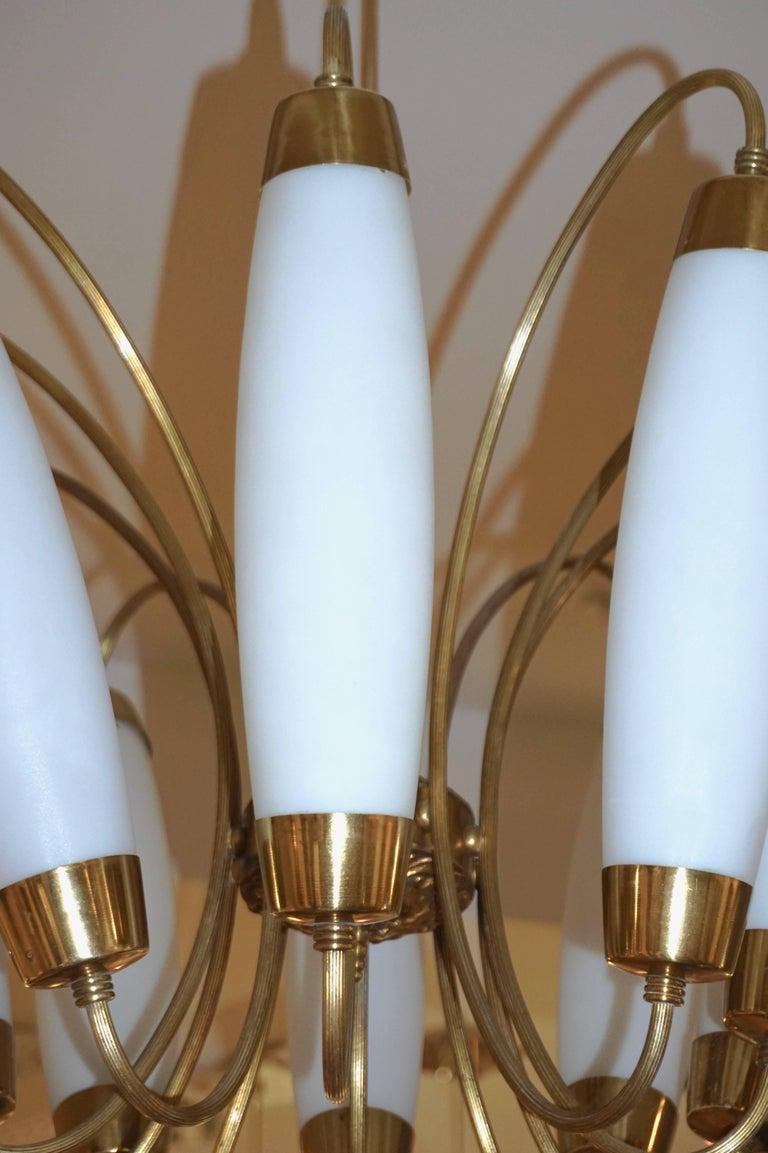 1950s Italian Vintage Stilnovo Style White Glass Ten-Light Brass Chandelier For Sale 6
