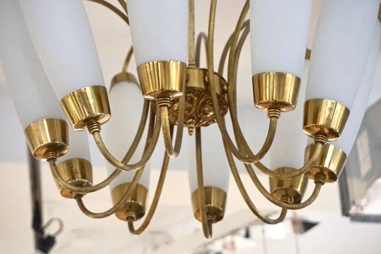 Mid-20th Century 1950s Italian Vintage Stilnovo Style White Glass Ten-Light Brass Chandelier For Sale