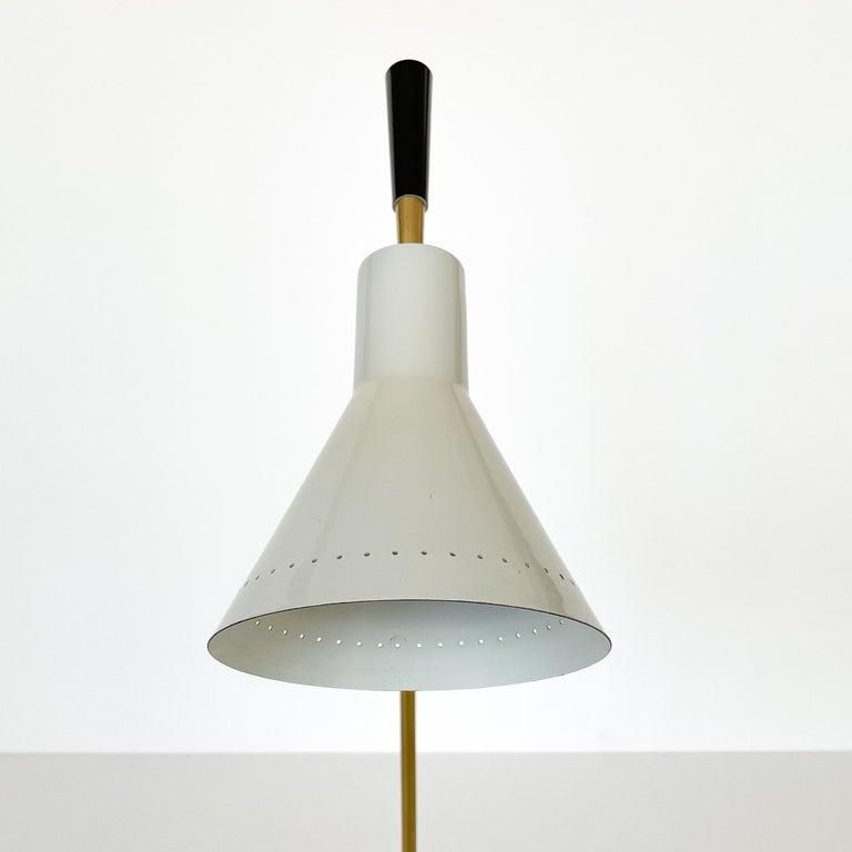 1950s Italian White Enamel and Brass Desk Lamp For Sale 7