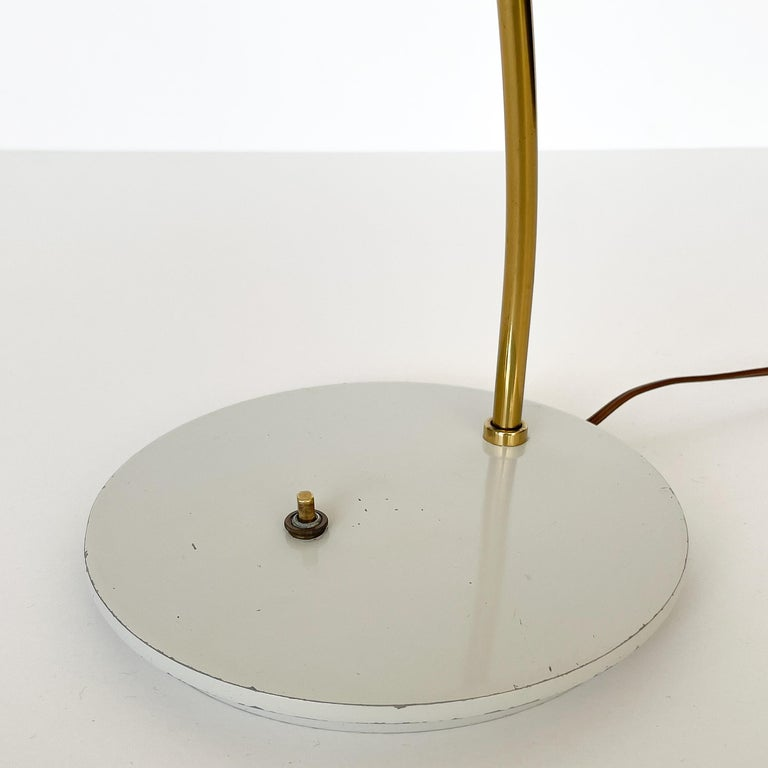 1950s Italian White Enamel and Brass Desk Lamp For Sale 8