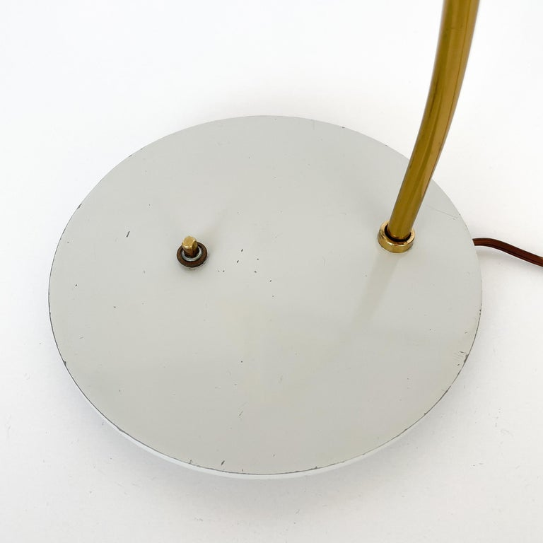 1950s Italian White Enamel and Brass Desk Lamp For Sale 13