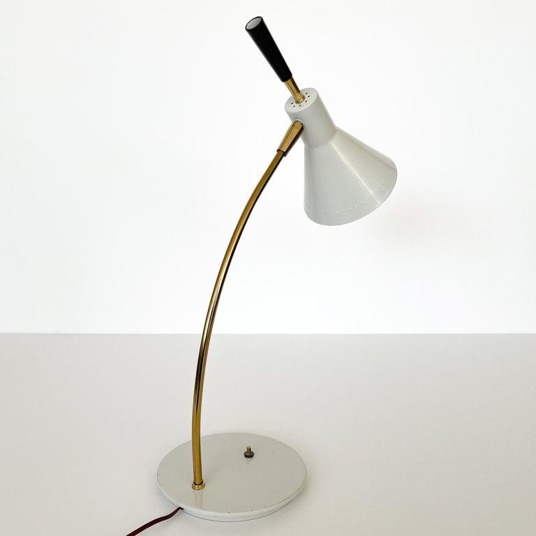1950s Italian White Enamel and Brass Desk Lamp For Sale 2