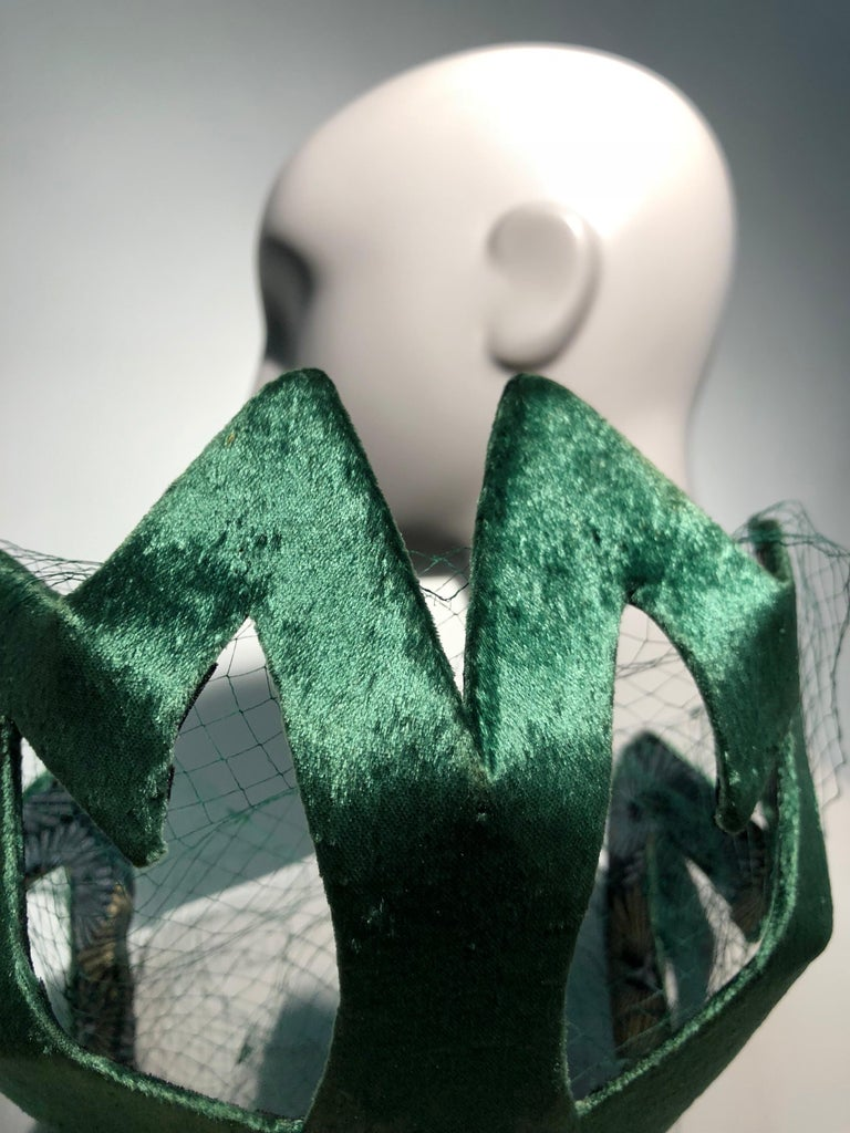 1950s Japanese Emerald Green Satin Zig Zag Graphic Hat W/ Dotted Veil For Sale 6