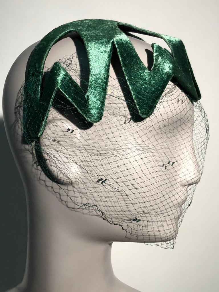 Women's 1950s Japanese Emerald Green Satin Zig Zag Graphic Hat W/ Dotted Veil For Sale