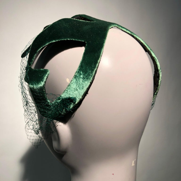 1950s Japanese Emerald Green Satin Zig Zag Graphic Hat W/ Dotted Veil For Sale 1