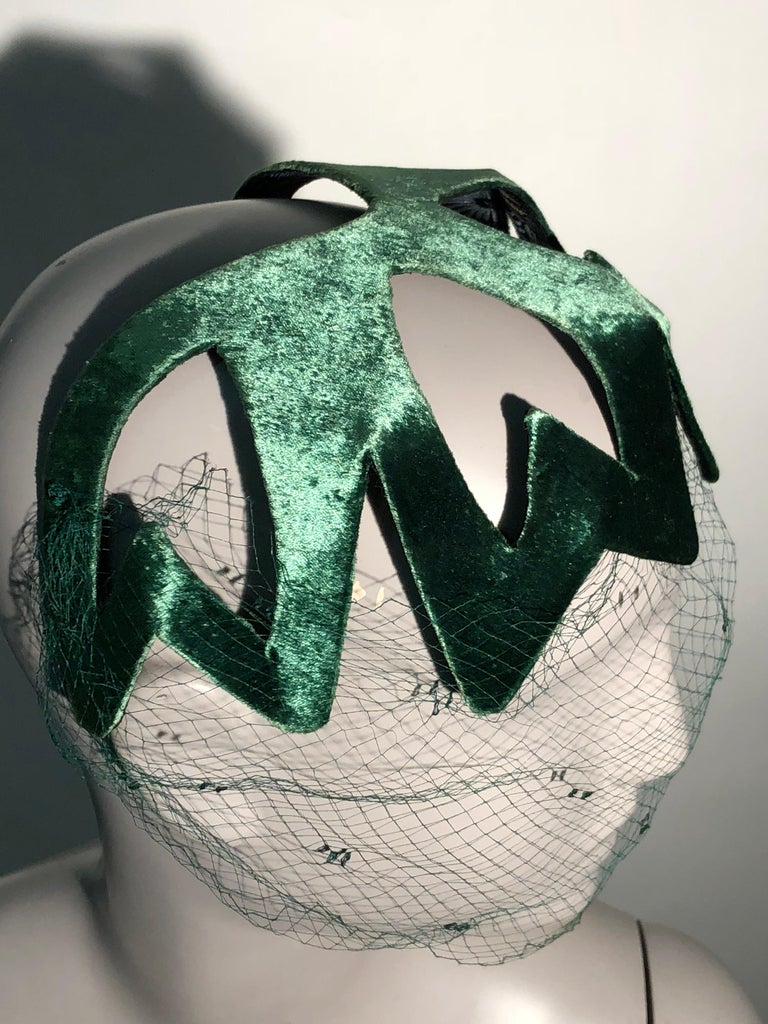 1950s Japanese Emerald Green Satin Zig Zag Graphic Hat W/ Dotted Veil For Sale 2