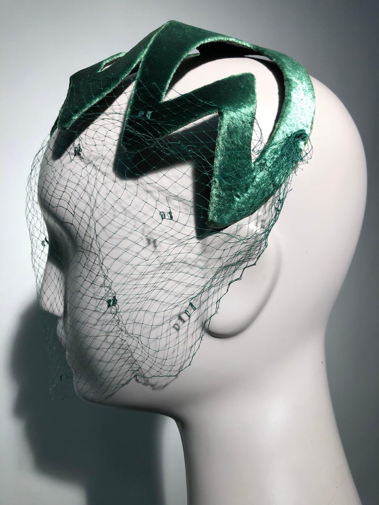 1950s Japanese Emerald Green Satin Zig Zag Graphic Hat W/ Dotted Veil For Sale 3