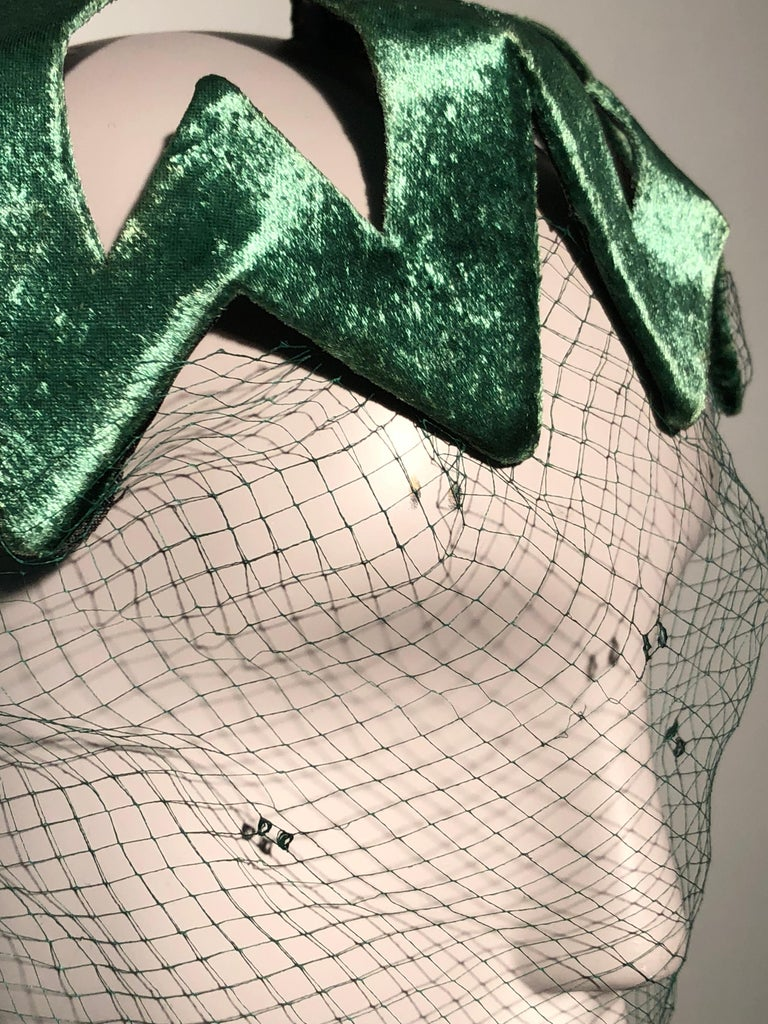 1950s Japanese Emerald Green Satin Zig Zag Graphic Hat W/ Dotted Veil For Sale 4