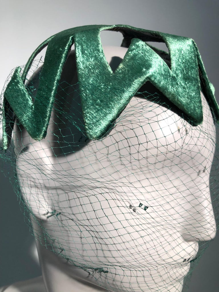 1950s Japanese Emerald Green Satin Zig Zag Graphic Hat W/ Dotted Veil For Sale 5