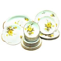 1950'S Japanese Porcelain & 22-Karat Gold Dinnerware Set of 24