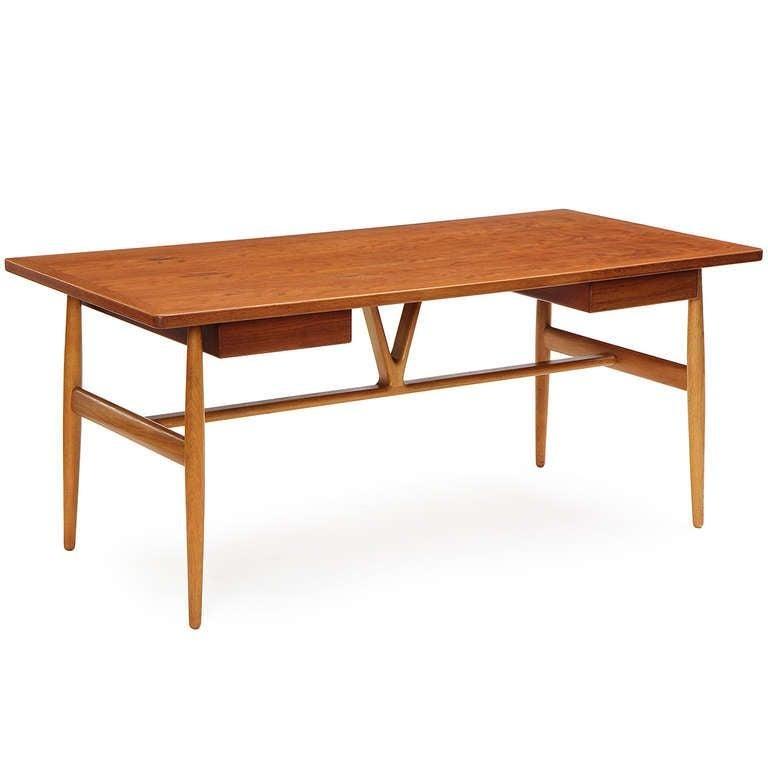 1950s JH-563 Wishbone Writing Desk by Hans J. Wegner for Johannes Hansen In Good Condition For Sale In Sagaponack, NY