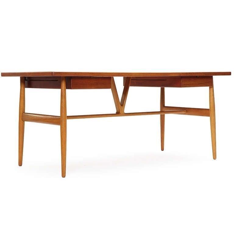 Mid-20th Century 1950s JH-563 Wishbone Writing Desk by Hans J. Wegner for Johannes Hansen For Sale
