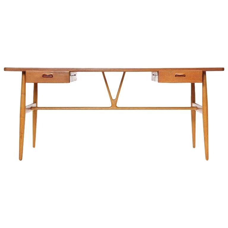 1950s JH-563 Wishbone Writing Desk by Hans J. Wegner for Johannes Hansen For Sale