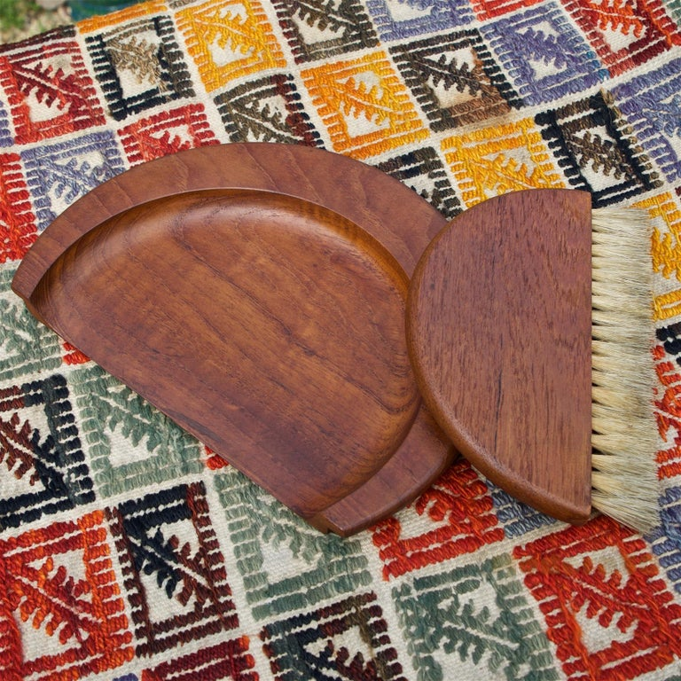 1950s Kay Bojesen Danish Teak Dust Bin Crumb Sweeper Set In Good Condition For Sale In Washington, DC