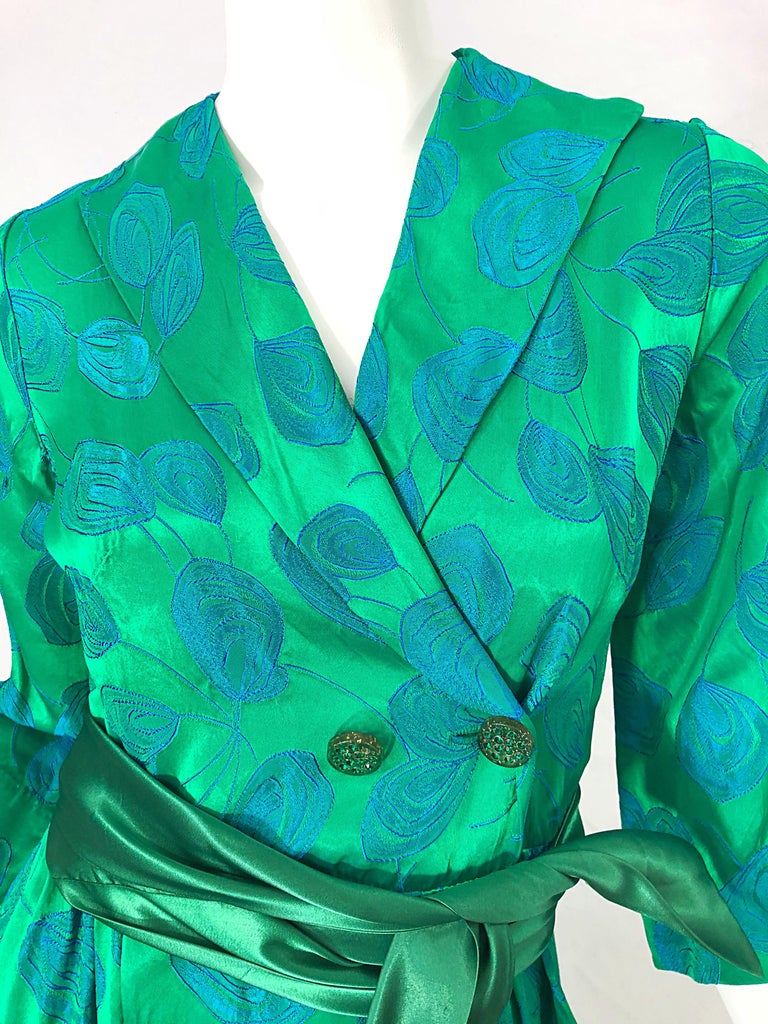1950s Kelly Green + Blue Flower Print Rayon Rhinestone Vintage 50s Wrap Dress In Excellent Condition For Sale In Chicago, IL