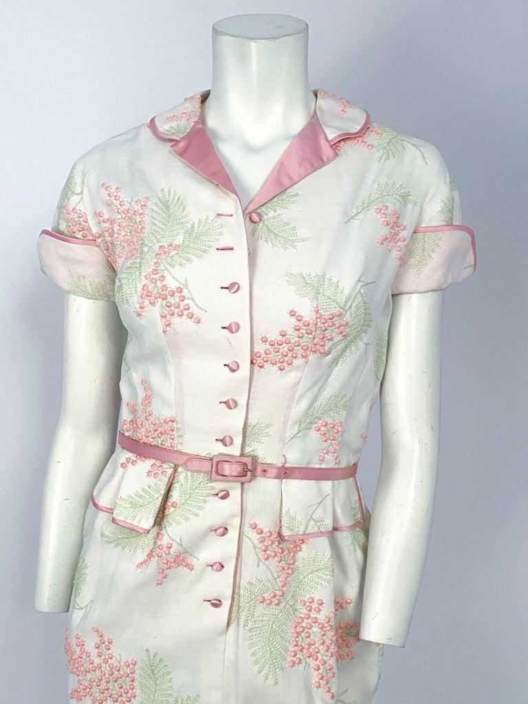 Beige 1950s Linen Floral Embroidered Dress For Sale