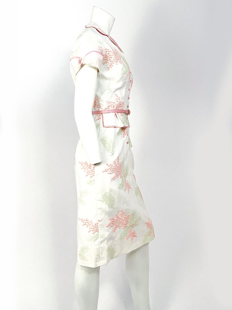 Women's 1950s Linen Floral Embroidered Dress For Sale