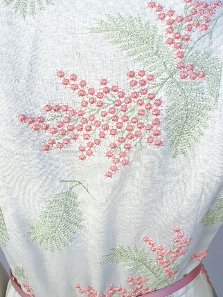 1950s Linen Floral Embroidered Dress For Sale 2
