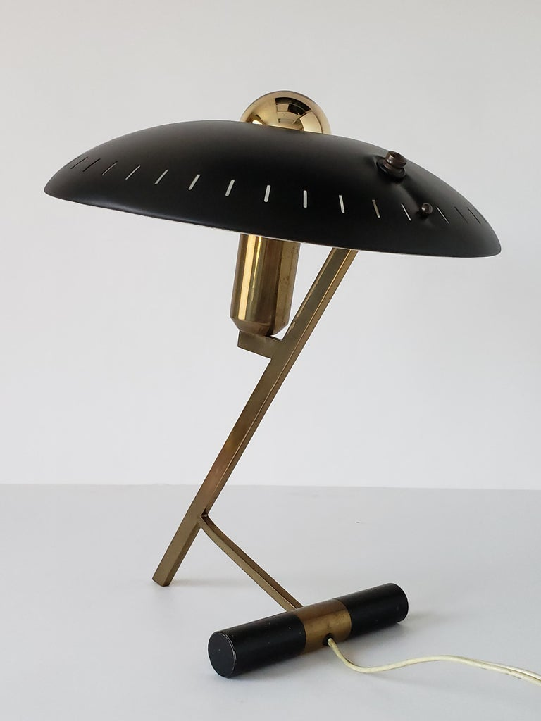 Iconic Dutch desk/table lamp by designer and architect Louis Kalff for the Philips Company. 