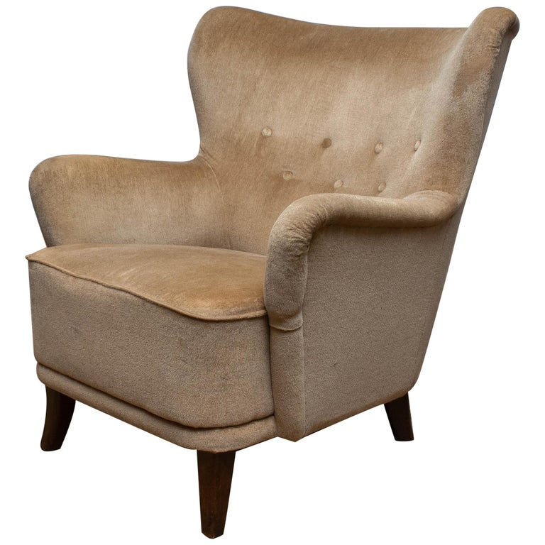 1950s lounge or club chair designed by Ilmari Lappalainen for Asko in Finland. The chair is upholstered with beige velvet. This chair has some wear spots due to use