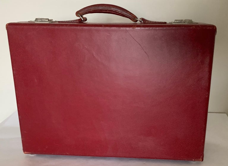 1950s Mark Cross Red Leather Suitcase In Good Condition For Sale In Stamford, CT
